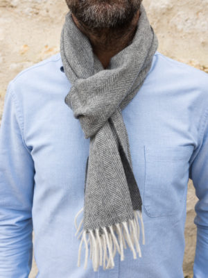 Echarpe en cachemire motif chevrons – gris 81ad2f27bf0