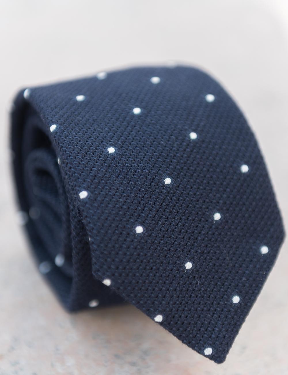 Cravate en laine et soie à pois – bleu marine. SOLDES. SOLDES. SOLDES.  CRAVATES CADOT AH17 46 333f5d8785e