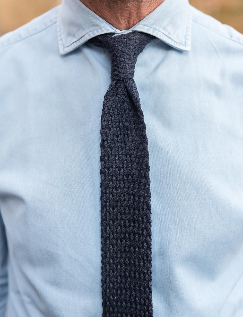achat le plus récent prix compétitif vente en ligne Cravate en tricot de soie motif médaillon - bleu marine
