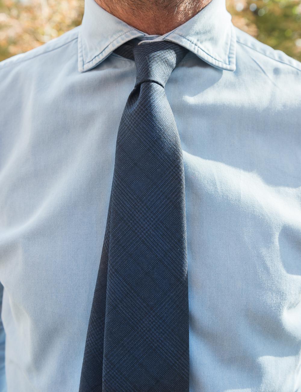 Cravate en laine motif Prince-de-Galles – bleu marine   Cadot f4d5eba449b