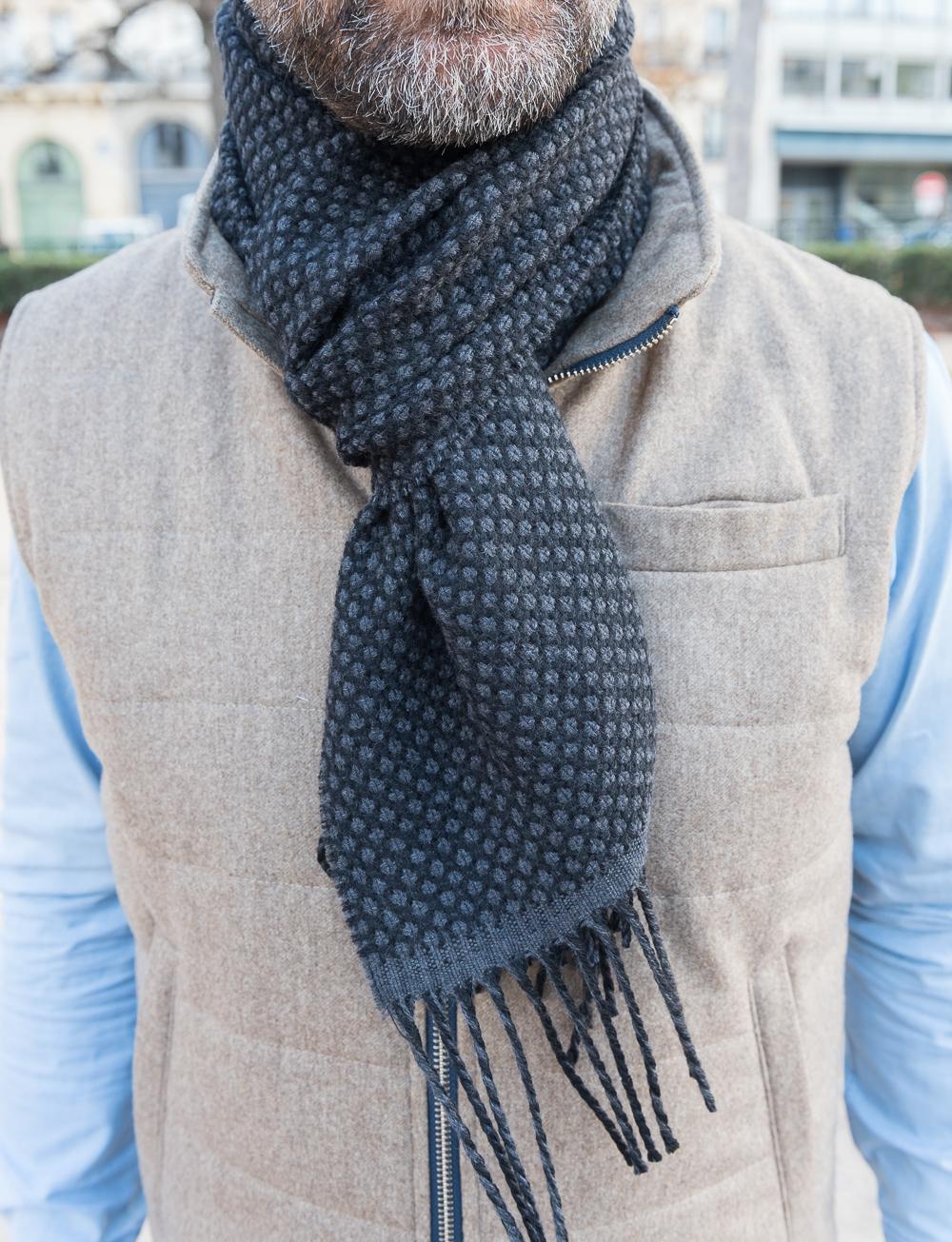 36f60900b964 Echarpe en laine à pois – noir gris. SOLDES. SOLDES. SOLDES ·  ECHARPE CADOT 18