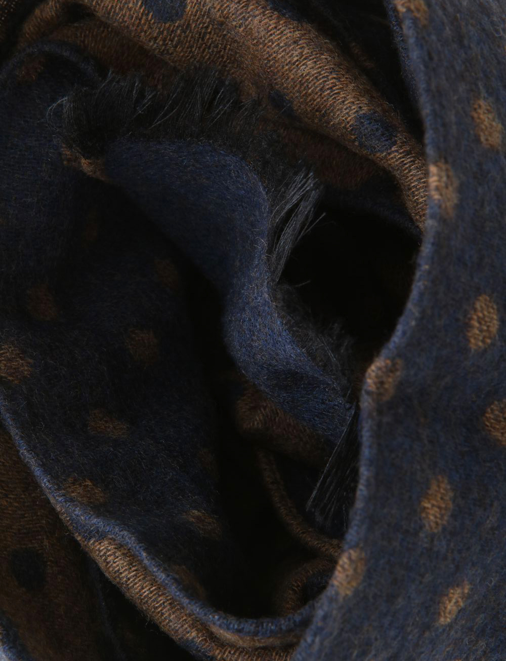 d9f5d8063cd Echarpe à pois en laine et soie – bleu marine marron