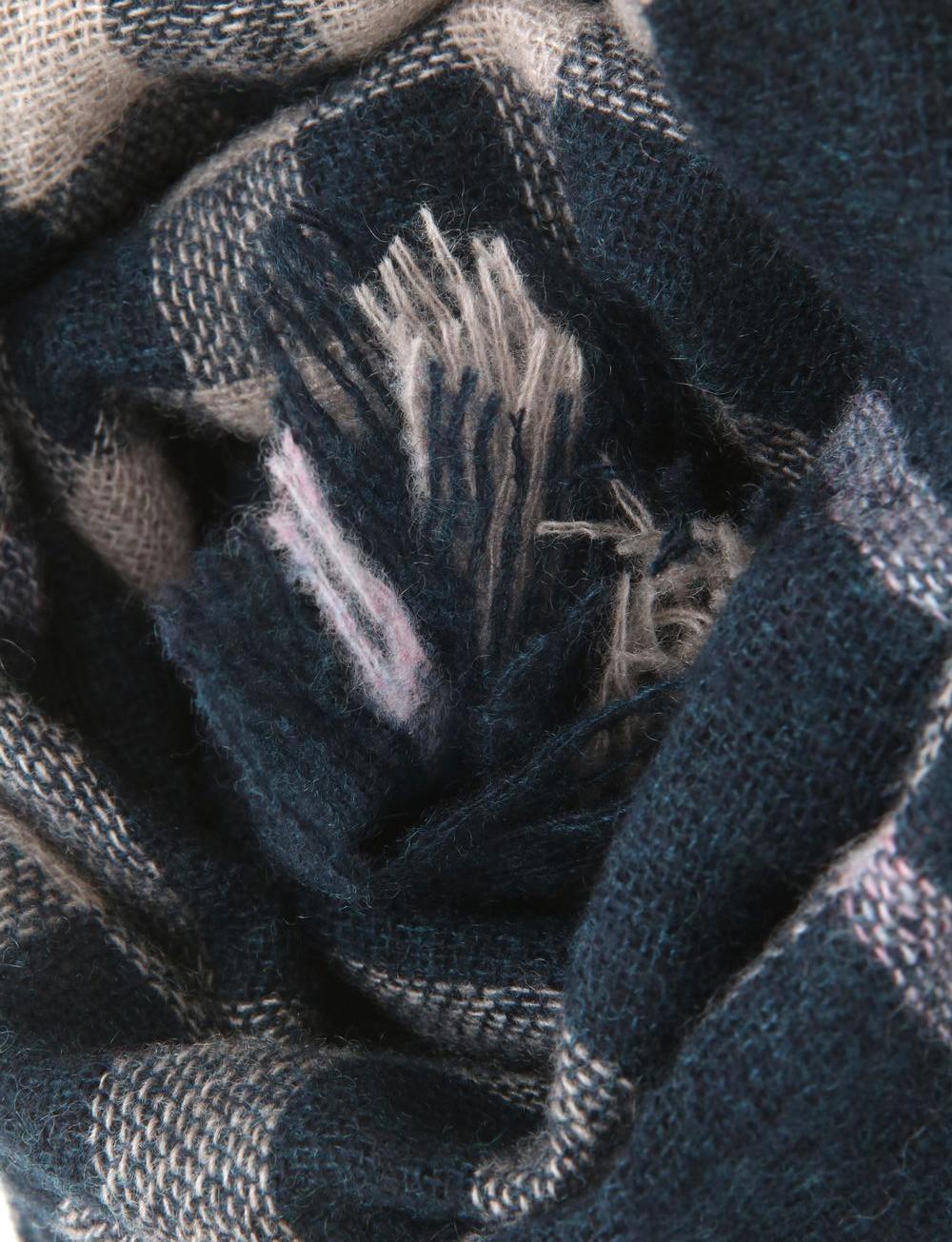 Echarpe à motif carreaux en cachemire – noir beige   Cadot 469a0547d87